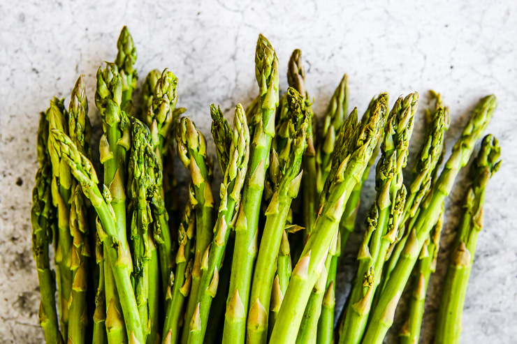 a close up of the tips of a bunch of asparagus stalks